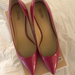 Michael Kors size 9 kitten heel pumps